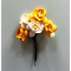 Набор  декоративных цветков вишни в разных тонах желтого цвета 5 шт.