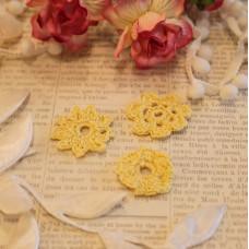Вязаные цветы 3 шт, желтый, 2-3 см