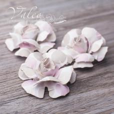 Декоративные бумажные Розы 40*40мм 3шт цвет молочно-розовый 2951 Valeo