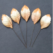 Набор 10 декоративных листиков бело-оранжевого цвета размером 35 мм