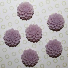 Кабошон Хризантема сиреневого цвета, диаметр 15 мм, высота 8 мм, 1 шт