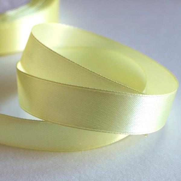 Атласная лента бледно-желтого цвета, длина 90 см, ширина 16 мм