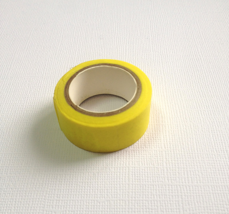 Бумажный скотч лимонного цвета, длина 10 м, ширина 15 мм