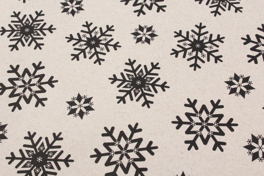 Бумага упаковочная новогодняя, Чёрные снежинки, 8х0,7м, 80 г/м²