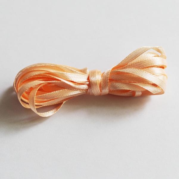 Атласная лента персикового цвета, ширина 3мм, длина 5 м.