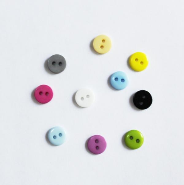 Набор разноцветных пластиковых пуговиц 9 мм, 10 шт.