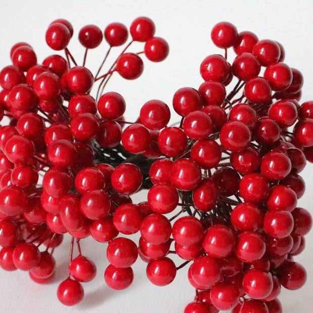 Глянцевые ягоды красного цвета (калина), 1 веточка, 2 ягодки, крупные, 1 см