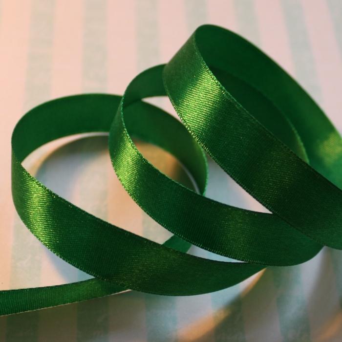 Атласная лента зеленого цвета, длина 90 см, ширина 16 мм