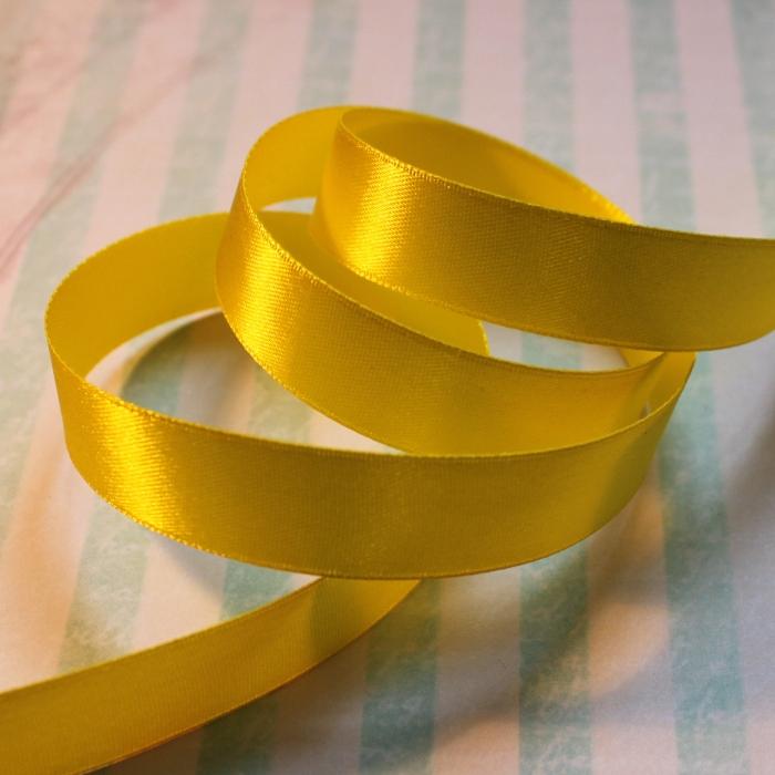 Атласная лента желтого цвета, длина 90 см, ширина 16 мм
