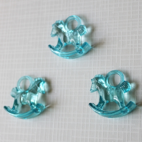 """Акриловая подвеска """"Лошадка"""" голубого цвета, 29х27х10 см"""